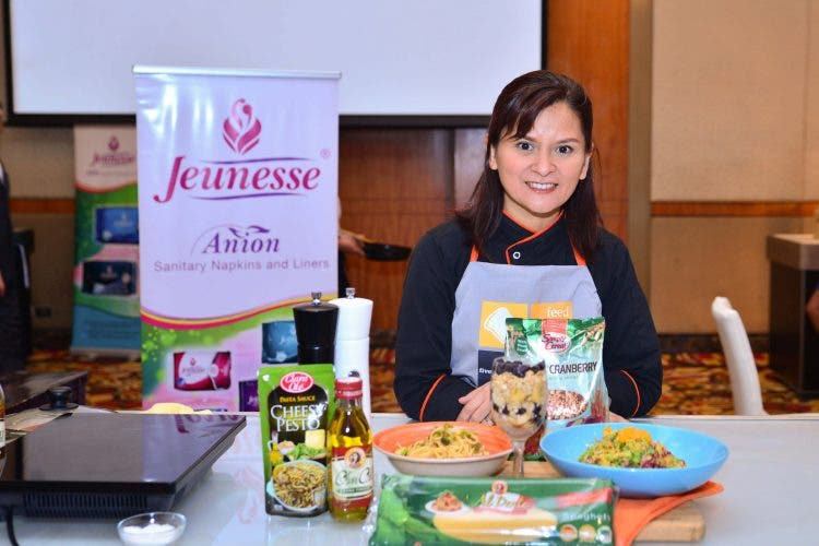 Feed 5000 chef mom-instructor Len Santos-Ding teaches healthy one-pan and one-pot recipe meals using Simply Cereal, Clara Ole, Al Dente Pasta and Al Dente Virgin and Extra Virgin Olive Oils
