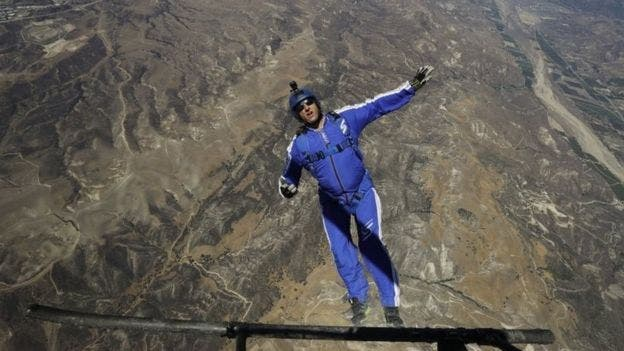 Luke Aikins Skydiver Jumps 25,000 Feet...Without a Parachute