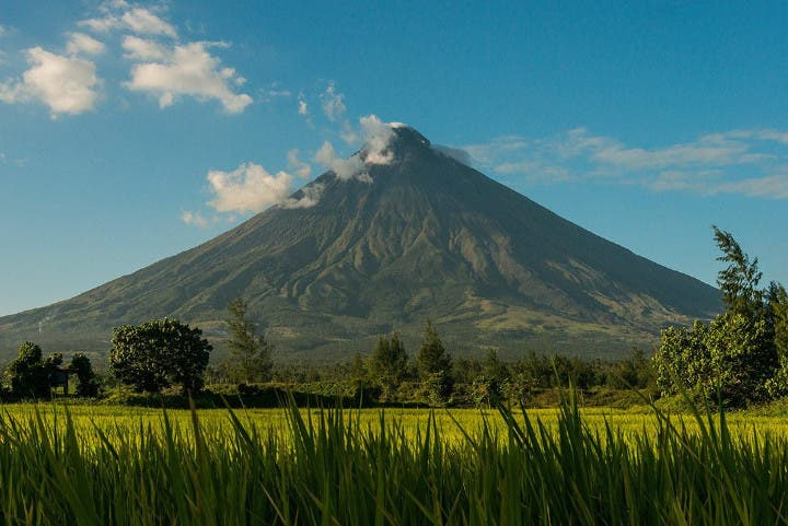 Stunning Images of Mayon Volcano by Dutch Travel Photographer