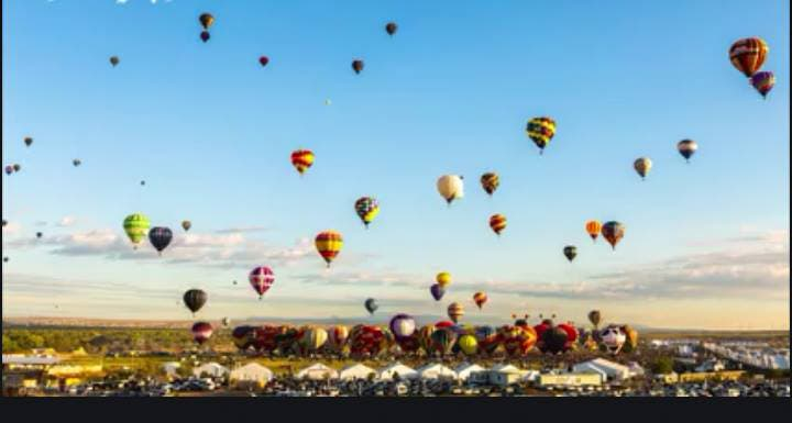 Beautiful Timelapse Video of Hot Air Balloons Launching Into the Sky