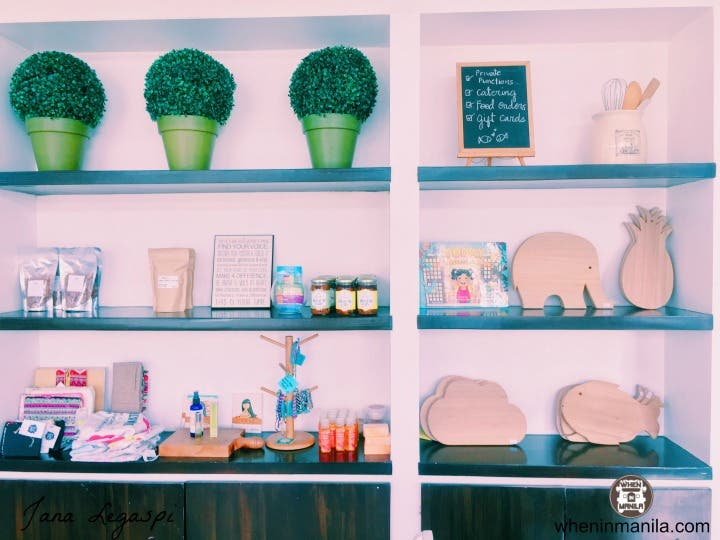 How cute are those wooden chopping boards?