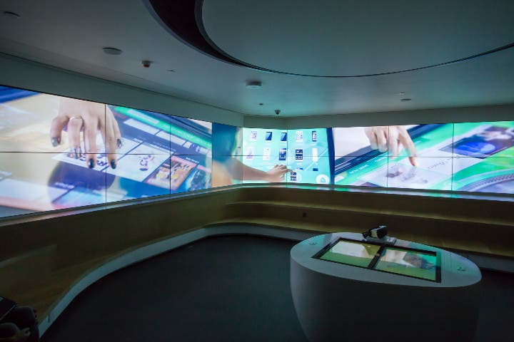 Smart flagship store
