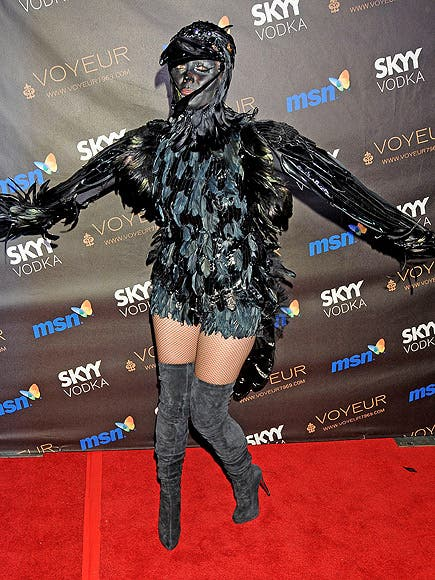 10-pictures-that-prove-heidi-klum-is-the-queen-of-halloween-8