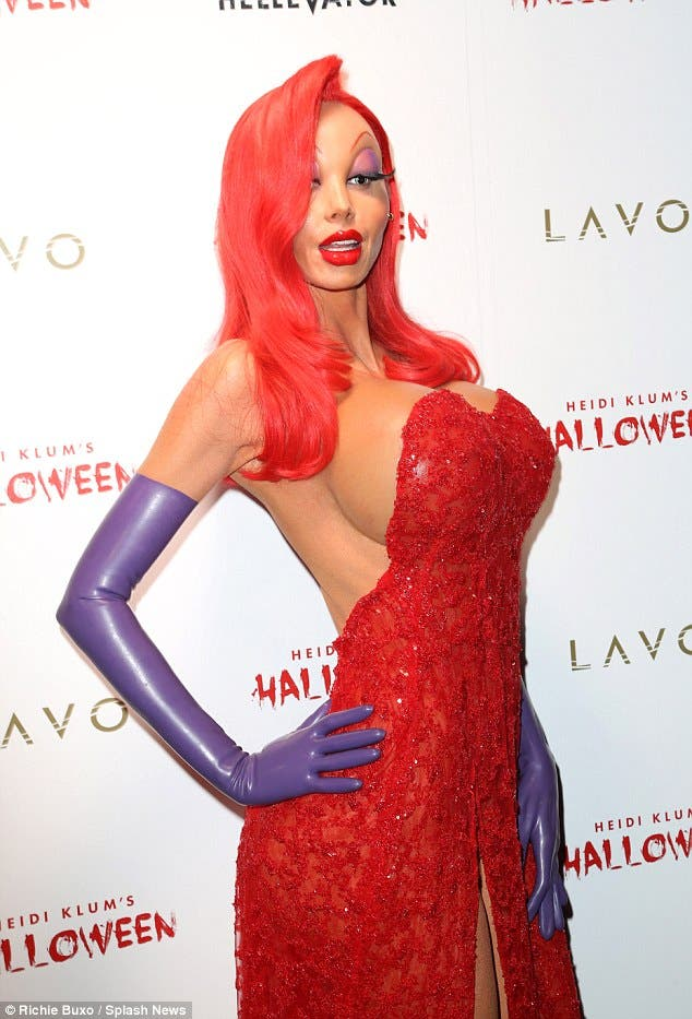 10-pictures-that-prove-heidi-klum-is-the-queen-of-halloween