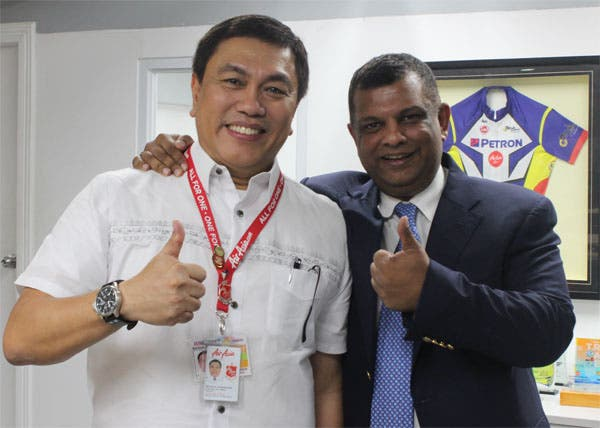 (L) Philippines AirAsia CEO Captain Dexter Comendador and AirAsia Group CEO Tony Fernandes together at the AirAsia office in Pasay City, Philippines. Photo was taken yesterday (January 10).