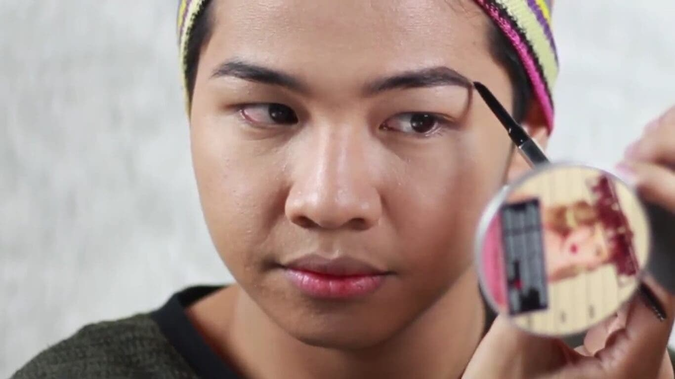 LOOK: This Guy's Brows Are More On-Fleek Than Yours