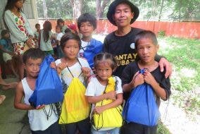 Fredd Ochavo Bantay Gubat Ipo with children