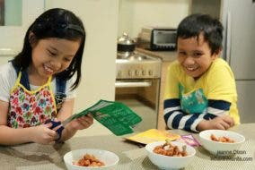 Big Crunch Fry and Shake Nutri-Asia When In Manila Kids Try to Cook Rylle and Rae