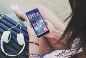 podcasts - Smartphone with ear phones