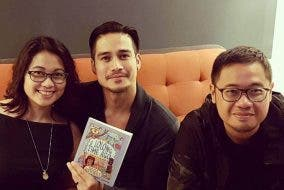 Piolo-Pascual-holding-his-copy-of-A-Lolong-Time-Ago