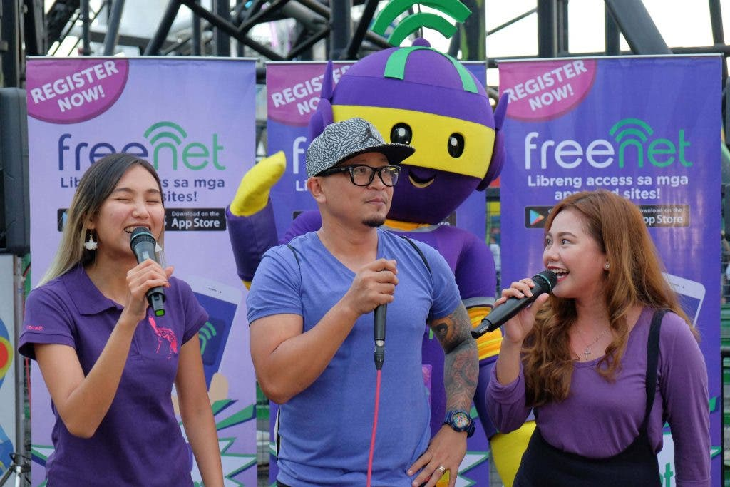 Freenet surprises theme park goers with entertainment and freebies