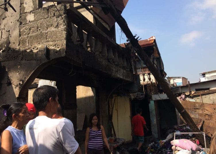 Fire-razes-homes-in-Pandacan-Manila