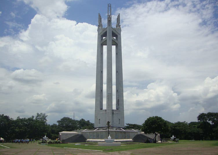 Quezon Memorial Circle might turn into an auditorium