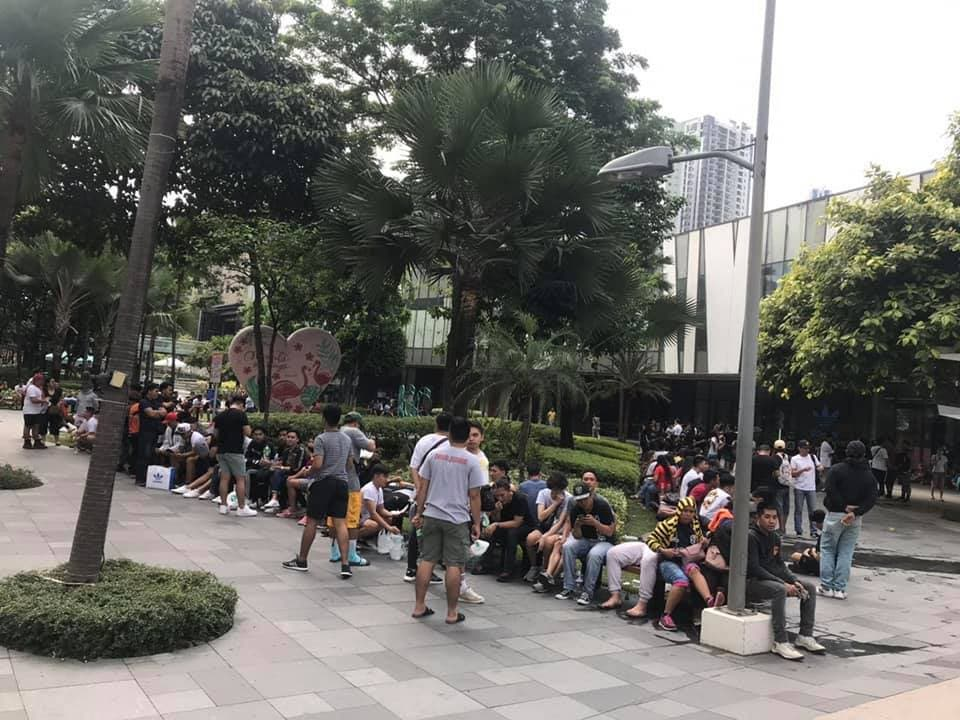 Yeezy Line 1 - So This is What the Line for the YEEZY Boost 350 V2 Looked Like This Morning