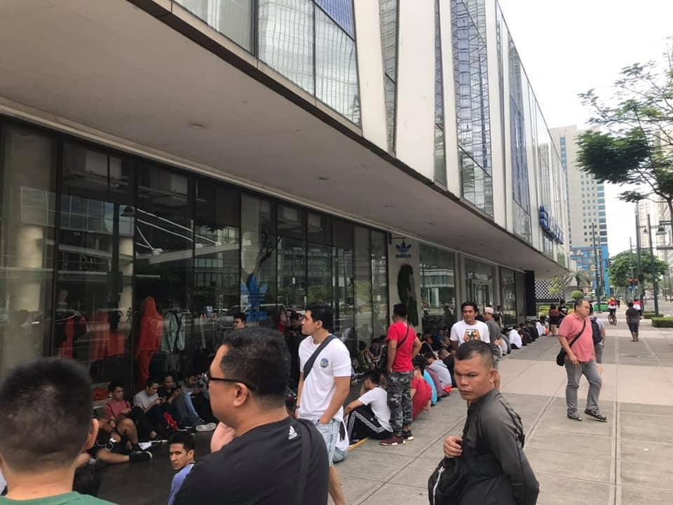 Yeezy Line 3 - So This is What the Line for the YEEZY Boost 350 V2 Looked Like This Morning