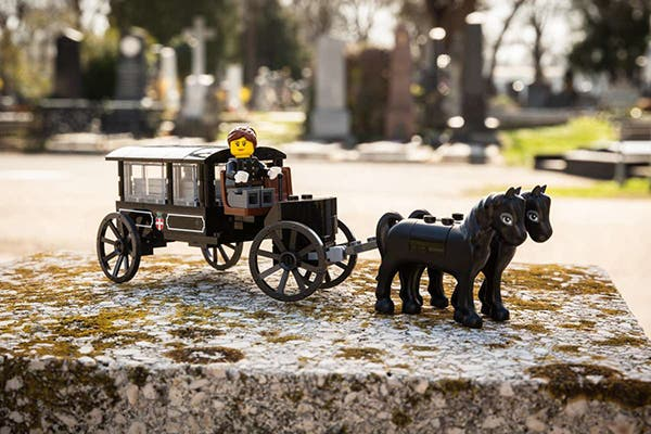 LEGO Funeral Home 2
